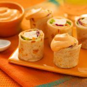 Rollitos de pollo con salsa de yogurt